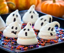 halloween_ghost_meringue_cookies-2-550x550